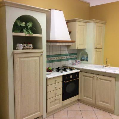 Cucina-classica-verde-muratura-anta-legno-massello-sumisura (2)