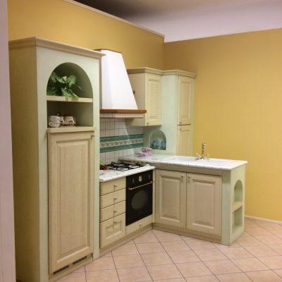 Cucina-classica-verde-muratura-anta-legno-massello-sumisura (3)