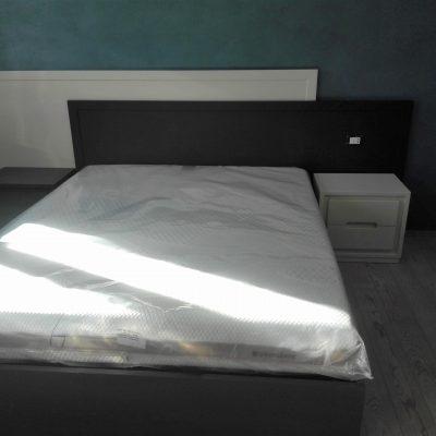 camera-artigianale-legno-massello-moderna-grigio-bianca-laccata (6)