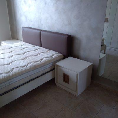 camera-artigianale-moderna-legno-rovere-decapè-vetro-letto-imbottito (2)