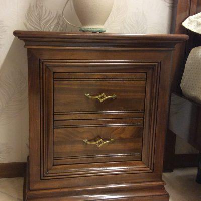 camera-matrimoniale-completa-noce-legno-classica (5)