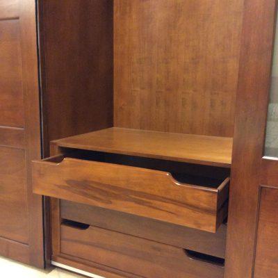 camera-moderna-legno-massello-noce-artigianale (7)