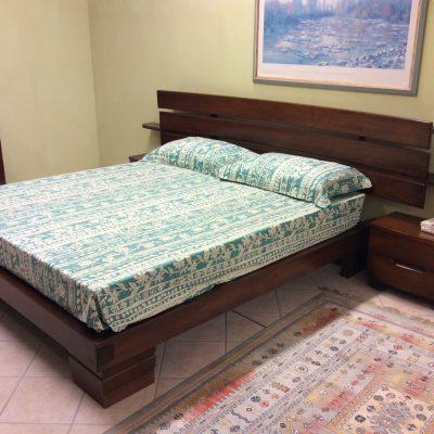 camera-moderna-legno-massello-noce-artigianale (8)