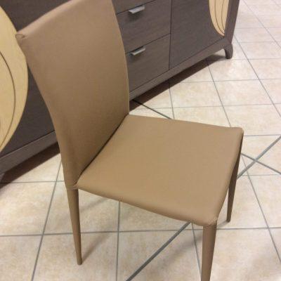 sedia-ecopelle-rivestita-imbottita-gambe-spillo-moderna-marrone (1)
